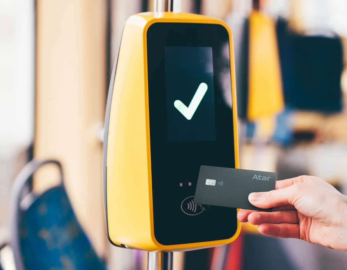 Cartão Atar Pay no transporte público